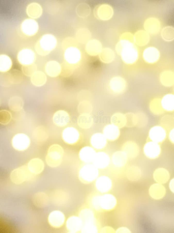 Fundo do bokeh do ouro abstrato e da luz branca imagem de stock royalty free