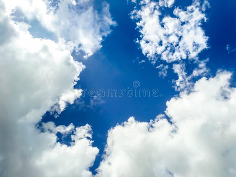 fundo do céu azul do clound imagens de stock