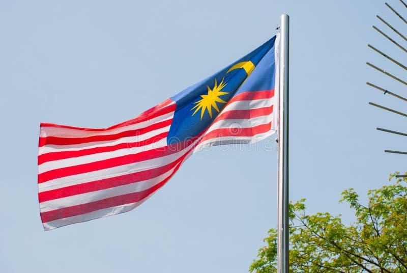 Fundo do céu da bandeira nacional de Malásia fotografia de stock royalty free