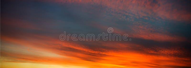 Fundo do céu no nascer do sol foto de stock