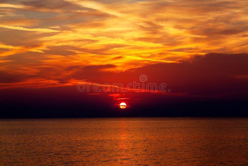 Fundo do céu no nascer do sol. Composição da natureza. imagem de stock