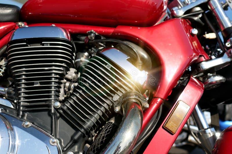 Fundo do close-up do motor da motocicleta A bicicleta cintila no sol fotografia de stock