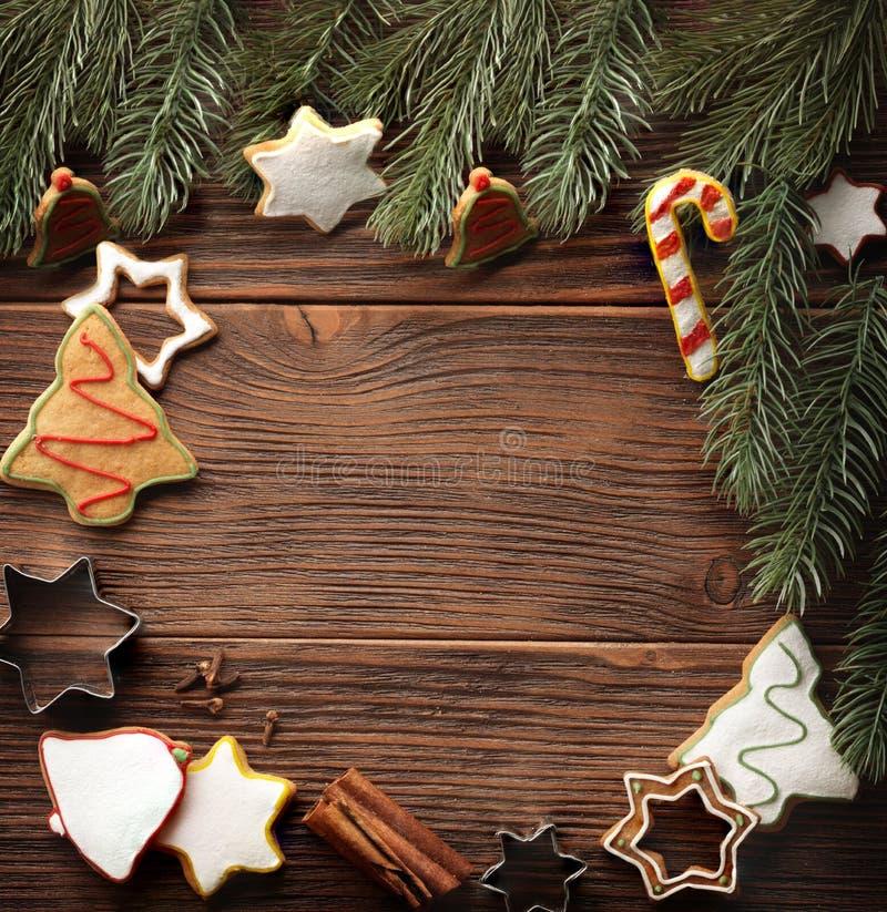 Fundo do conceito do cozimento com especiarias e utensílios para cookies do Natal imagens de stock
