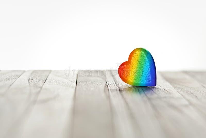Fundo do coração do arco-íris do amor fotos de stock royalty free