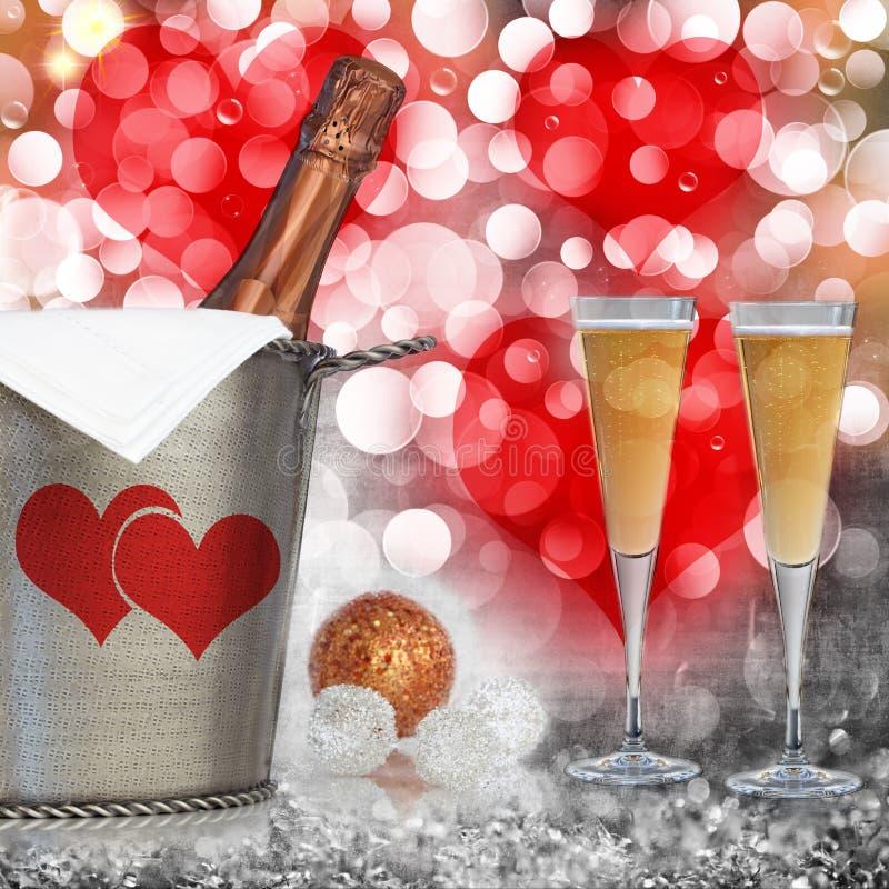 Fundo do coração dos Valentim com Champagne na cubeta da prata do vintage fotos de stock