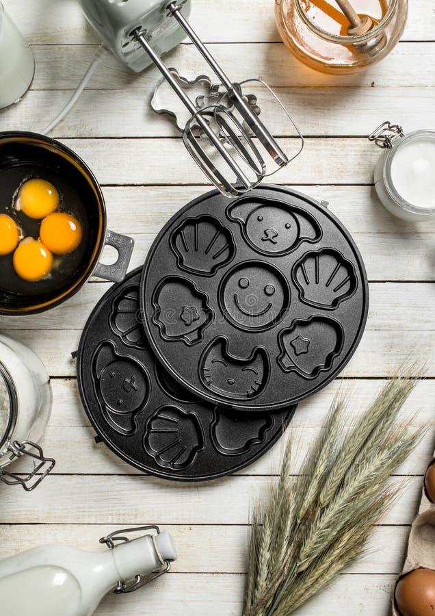 Fundo do cozimento Preparação da massa para cookies deliciosas fotografia de stock royalty free