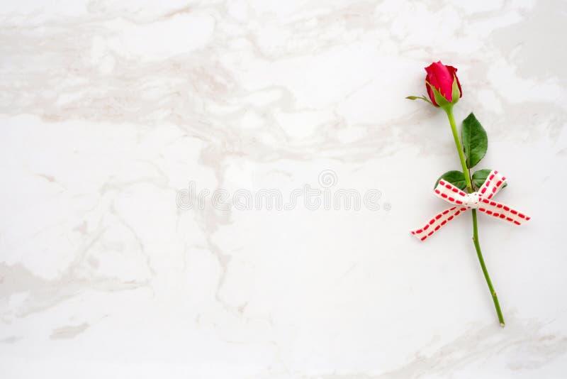 Fundo do dia do ` s do Valentim, molde, rosa do vermelho, símbolo do amor, sobre imagens de stock