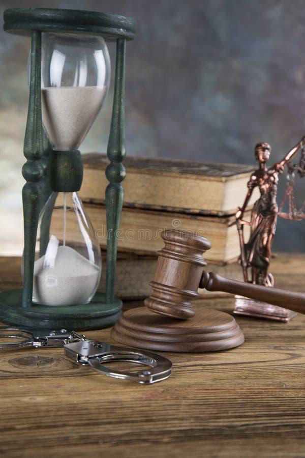 Fundo do escritório de advogados Composição dos símbolos da lei no fundo de pedra cinzento fotos de stock
