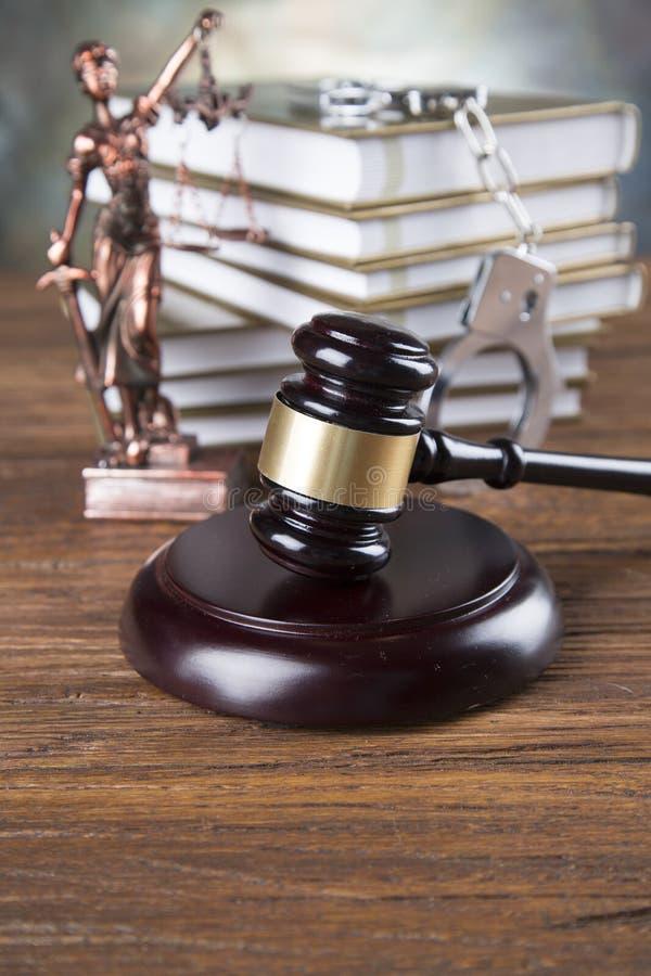 Fundo do escritório de advogados Composição dos símbolos da lei no fundo de pedra cinzento imagem de stock