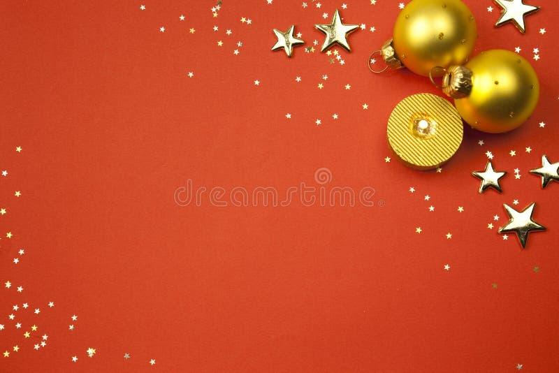 Fundo do feriado do Natal com estrelas, esferas fotografia de stock