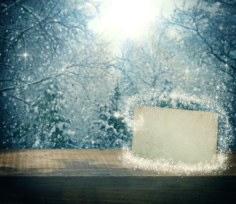 Fundo do inverno do Natal com placa de papel vazia imagem de stock royalty free