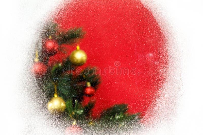 Fundo do Natal com a árvore do xmas no fundo vermelho da lona Cartão do Feliz Natal Tema do feriado de inverno fotografia de stock