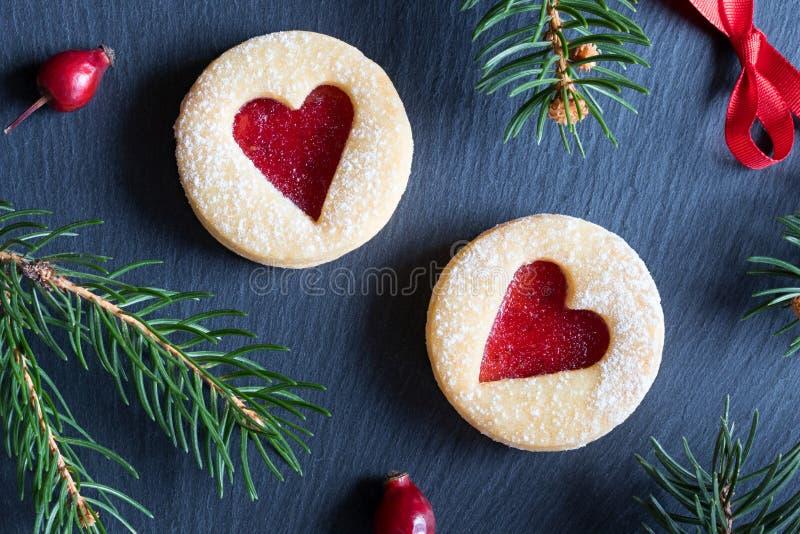 Download Fundo Do Natal Com As Cookies Do Natal De Linzer E Br Spruce Foto de Stock - Imagem de dessert, bolinho: 107529132