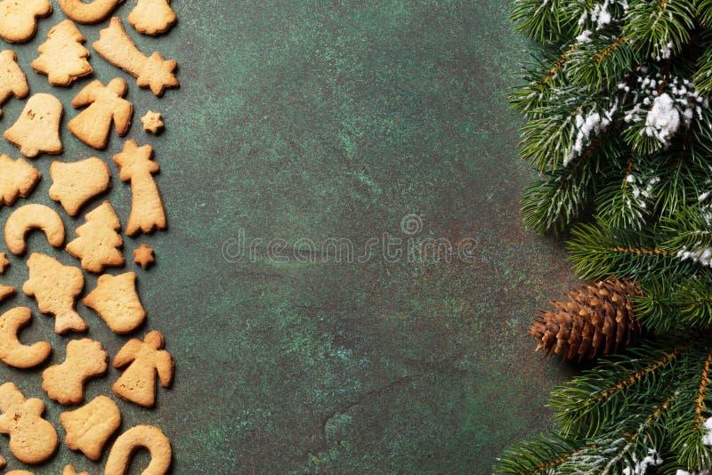 Fundo do Natal com cookies e árvore imagem de stock royalty free