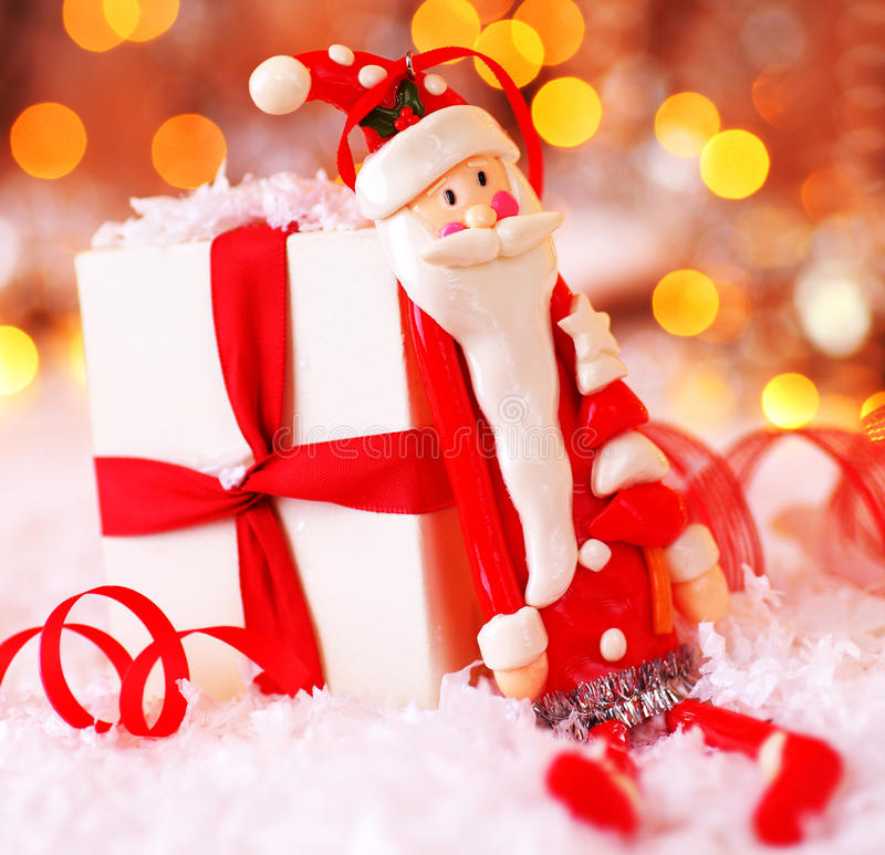 Fundo do Natal com a decoração bonito de Santa foto de stock royalty free