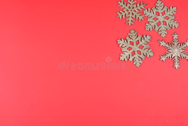 Fundo do Natal com flocos de neve do glitter foto de stock