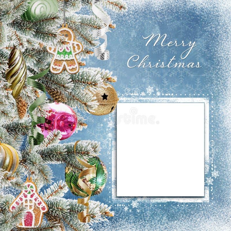 Fundo do Natal com o cartão para o texto ou a foto, os ramos do pinho, as cookies, as bolas e a neve ilustração stock