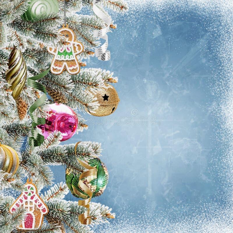 Fundo do Natal com ramos, cookies, bolas e neve do pinho ilustração royalty free
