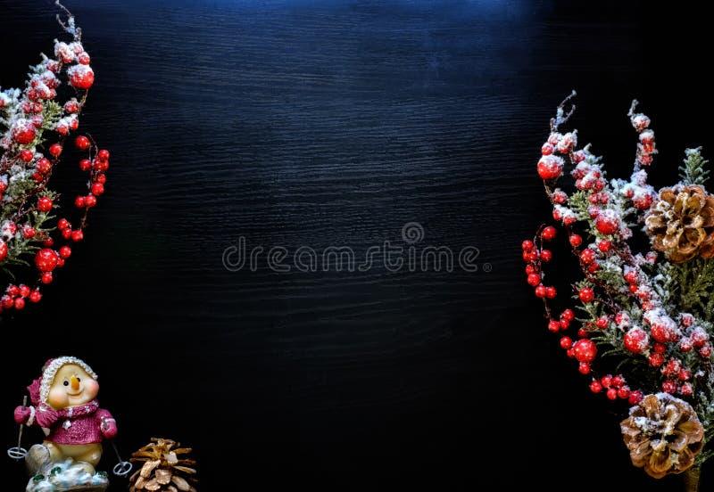 Fundo do Natal Ornamento do Natal em uma obscuridade - fundo azul imagem de stock
