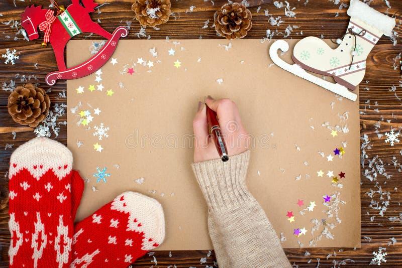 Fundo do Natal Papel de embalagem com espaço da cópia para cumprimentos, foto ou texto do feriado Cartão festivo do Xmas, letra p foto de stock royalty free
