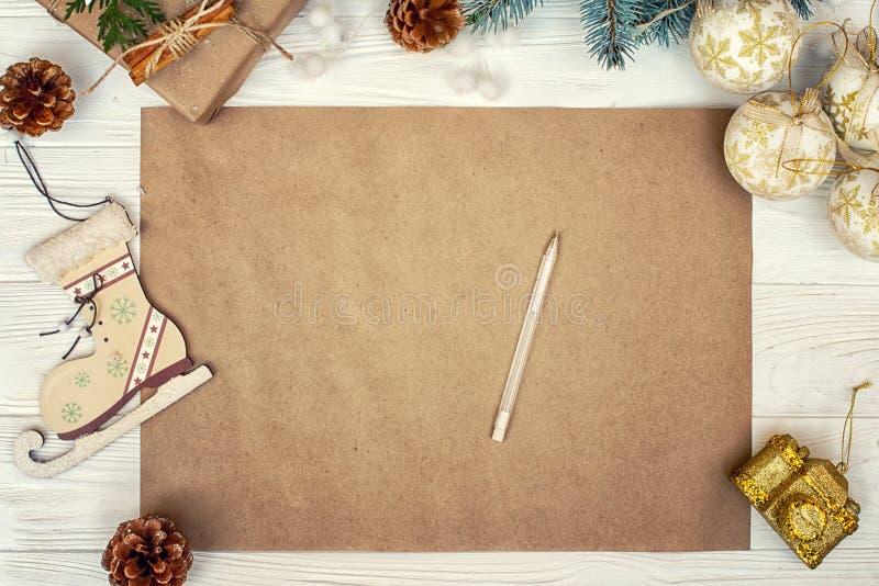 Fundo do Natal Papel de embalagem com espaço da cópia para cumprimentos, foto ou texto do feriado Cartão festivo do Xmas, letra p fotografia de stock