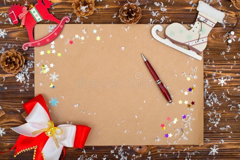 Fundo do Natal Papel de embalagem com espaço da cópia para cumprimentos, foto ou texto do feriado Cartão festivo do Xmas, letra p imagens de stock royalty free