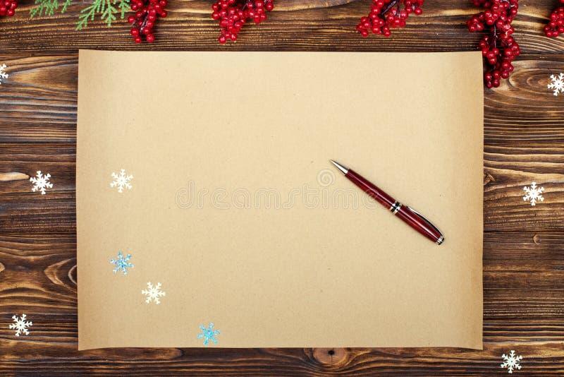 Fundo do Natal Papel de embalagem com espaço da cópia para cumprimentos foto ou texto do feriado cartão festivo do xmas Vista sup fotos de stock