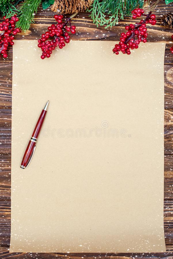 Fundo do Natal Papel de embalagem com espaço da cópia para cumprimentos foto ou texto do feriado cartão festivo do xmas Vista sup fotos de stock royalty free