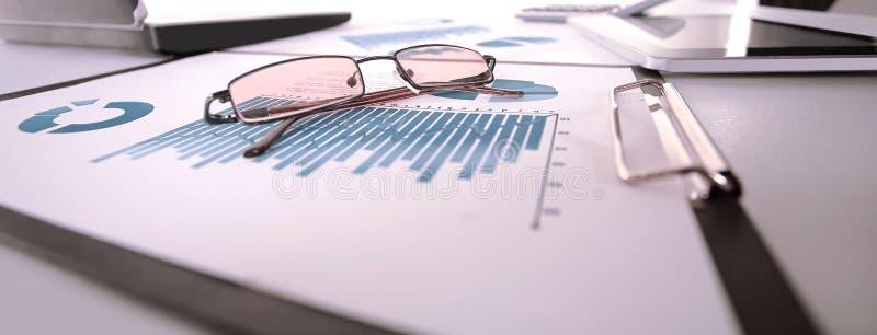 Fundo do negócio pontos na carta financeira fotos de stock