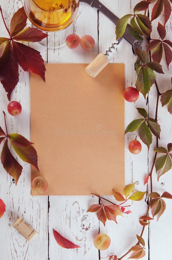 Fundo do quadro do alimento da carta de vinhos fotografia de stock royalty free