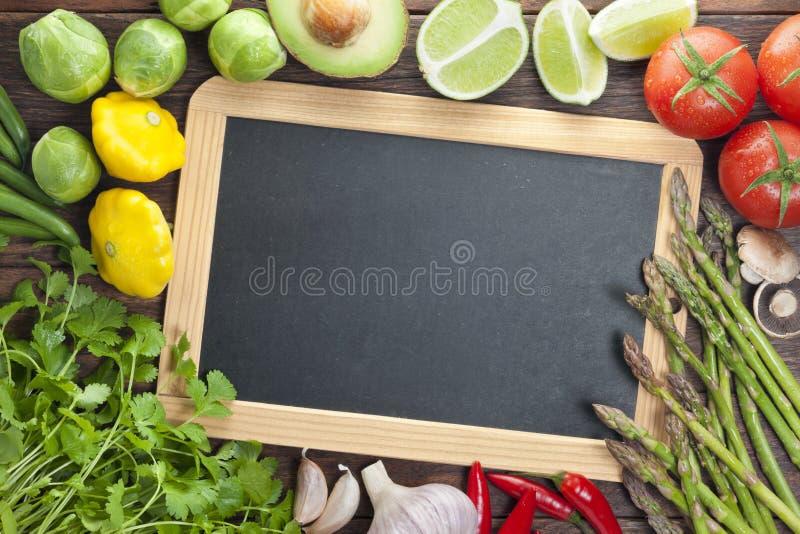 Fundo do sinal dos vegetais do quadro do quadro-negro imagem de stock royalty free
