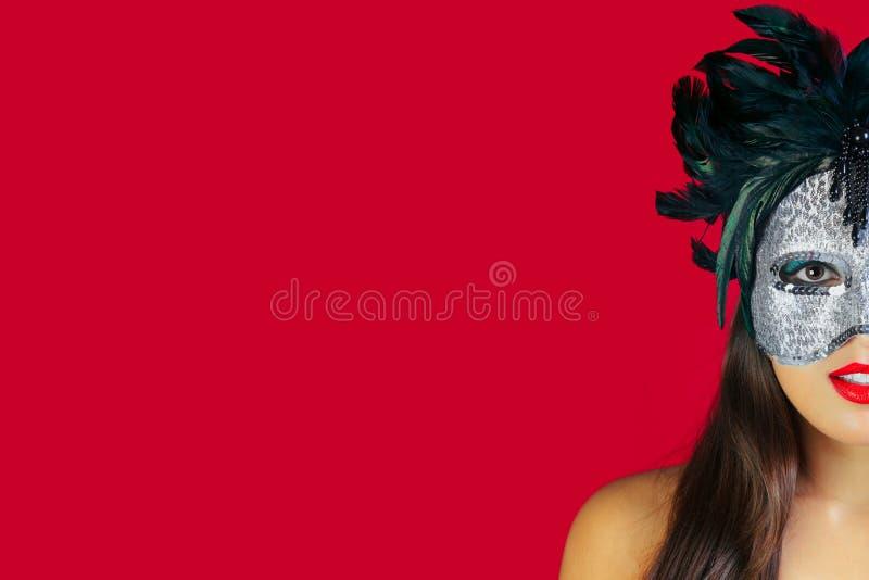 Fundo do vermelho da máscara do disfarce imagens de stock