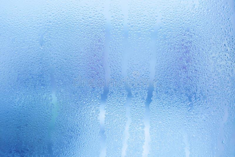 Fundo do vidro de Misted Umidade forte no inverno Molhe gotas da condensação home em uma janela fotografia de stock royalty free