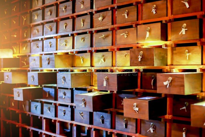 Fundo do vintage da textura de madeira velha do teste padrão das gavetas imagens de stock