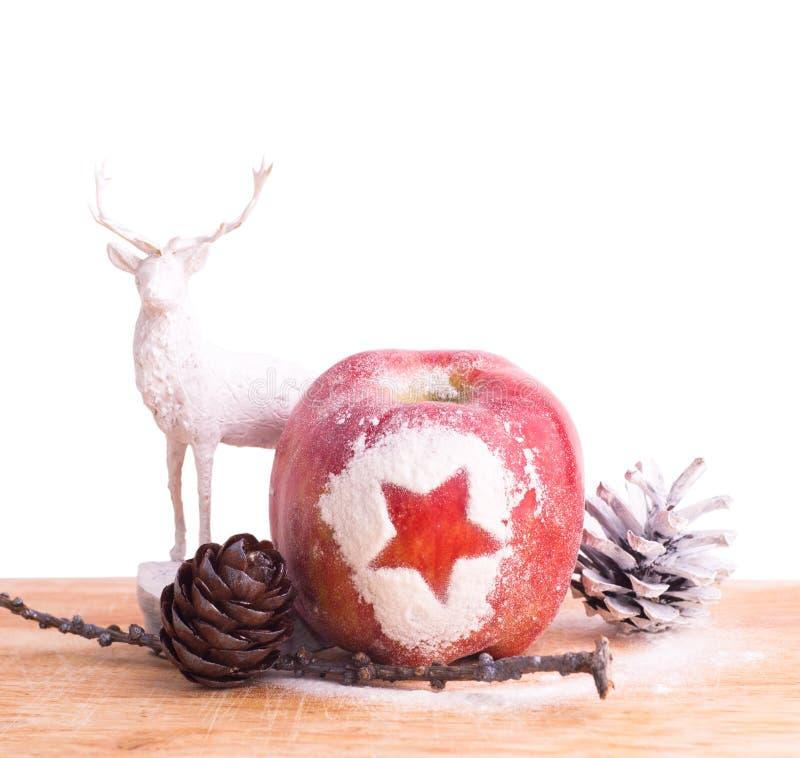 Fundo do Xmas com maçã e os cervos vermelhos imagem de stock