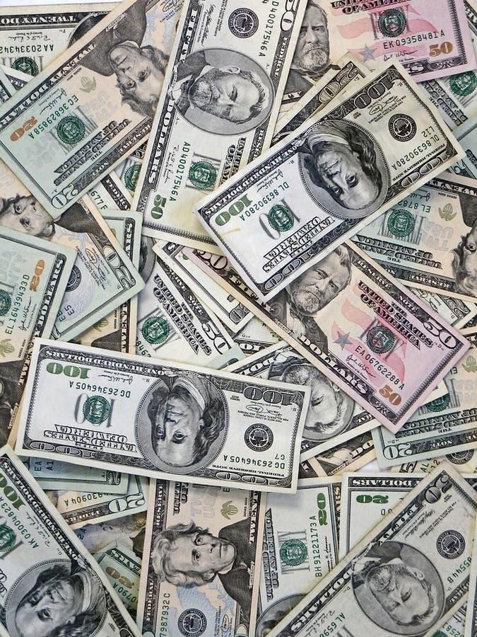 Fundo dos dólares de papel da vantagem diferente Dólares do fundo Muitos 20, 50, 100 notas de dólar imagens de stock