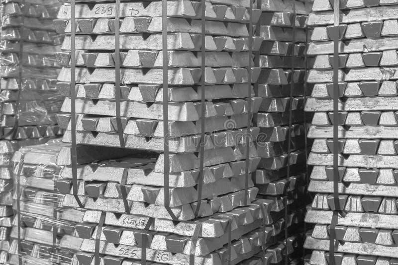 Fundo dos lingotes da platina Textura do metal backgroun de prata Ouro de aço inoxidável, de alumínio, branco fotografia de stock