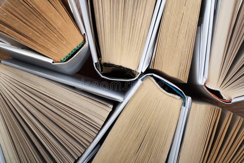 Fundo dos livros velhos e usados do livro encadernado Copie o espa?o para o texto imagens de stock