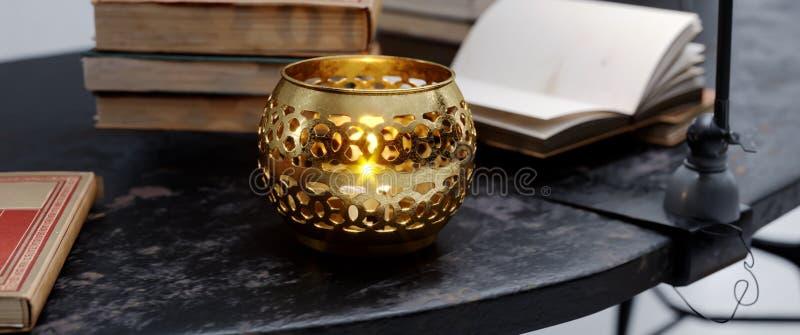 Fundo elegante religioso para o diwali com lâmpada bonita imagens de stock royalty free
