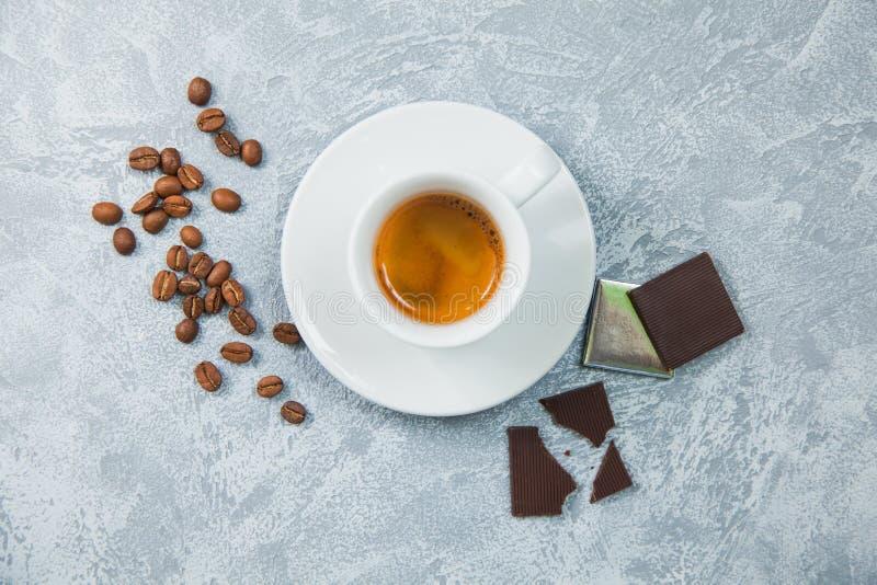 Fundo escuro do chocolate dos feijões do café do café fotos de stock