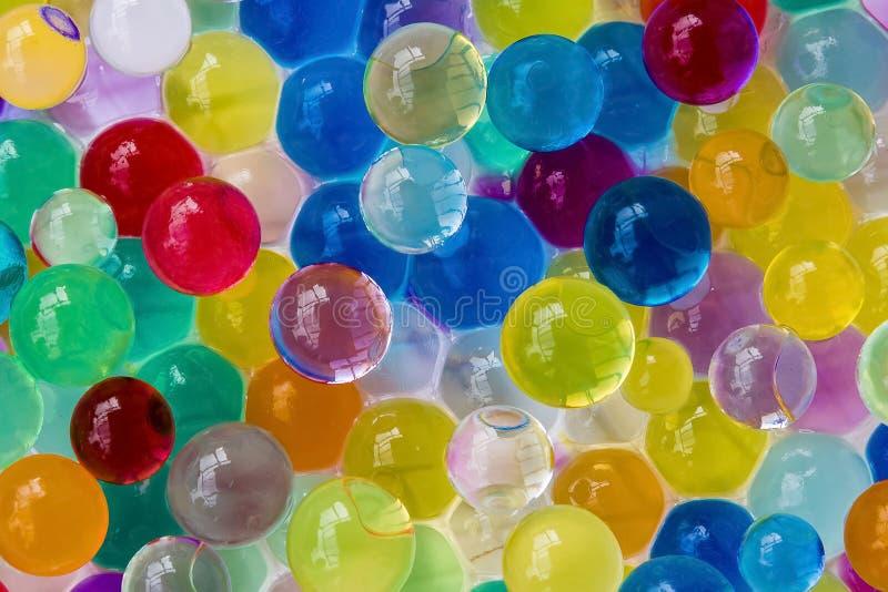Fundo feito com as bolas dispersadas do gel da cor imagem de stock royalty free
