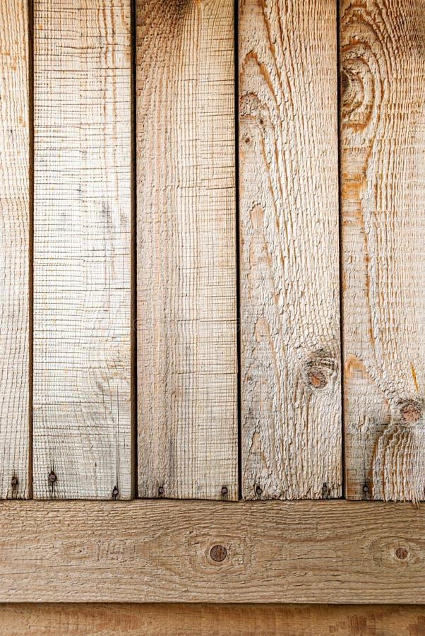 Fundo feito de placas de madeira verticais e horizontais do pinho imagem de stock