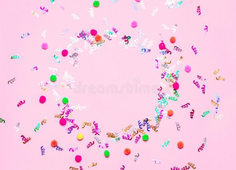 Fundo festivo cor-de-rosa dos confetes imagens de stock