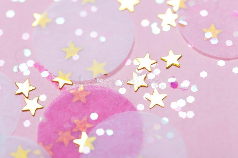 Fundo festivo cor-de-rosa dos confetes imagem de stock