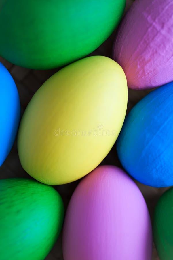 Fundo focalizado delicado dos ovos da páscoa fotografia de stock