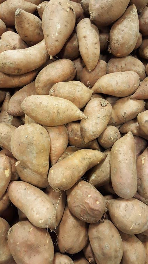 Fundo fresco das batatas carbohydrates imagens de stock royalty free