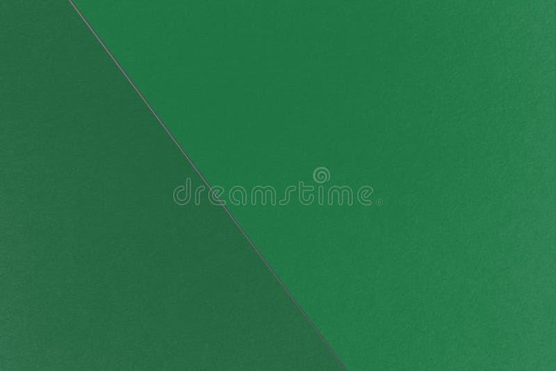 Fundo geométrico abstrato do Natal com cores escuras do verde e do Cal Poly Pomona Green da mola, textura do papel da aquarela imagens de stock royalty free