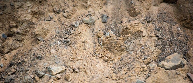 Fundo horizontal da areia industrial com pedras, foco macio fotos de stock