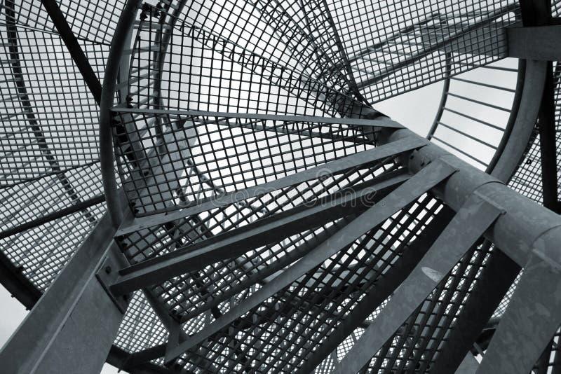 Fundo industrial abstrato com a escada espiral de aço foto de stock