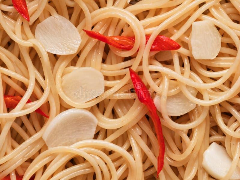 Fundo italiano tradicional do alimento da massa dos espaguetes do olio do aglio imagens de stock royalty free